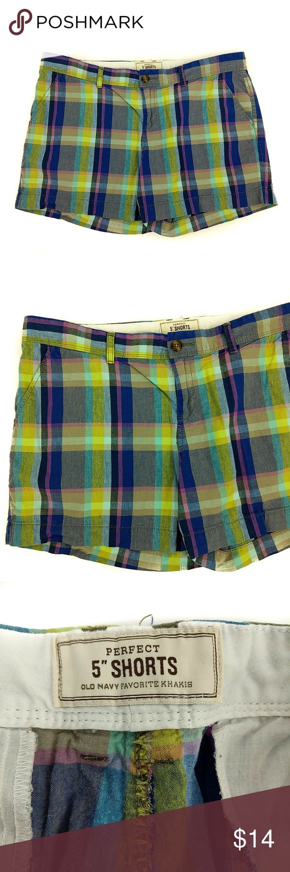 "Old Navy Perfect 5"" Shorts Plaid Women's Size: 14 Old Navy Perfect 5"" Shorts Favorite Khakis Plaid Casual Shorts  Size: 14  100% Cotton  Waist: 37"" Length: 14""  Gently used with no flaws. Please see photos for details Will ship within 1 business day Old Navy Shorts"