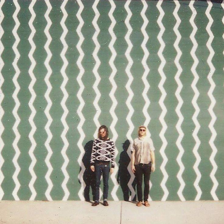 Sego ist eine Geisterstadt in den USA..aber nicht nur das. Sego ist auch eine Band, die ursprünglich aus der Nähe der Geisterstadt kommt, sich aber zum Glück nur den Namen und nicht die geisterhafte Atmosphäre entliehen hat für ihre Musik - diese hat nämlich schönen DIY-Charme, fuzzigen Gitarren und eine Prise Surf-Pop. Das Debüt-Album Once Was Lost Now Just Hanging Around kommt am 6. Mai.   http://whitetapes.com/streams/sego-neuer-song-where-i-belong-im-stream