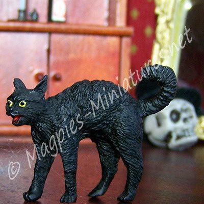 Spooky Black Cat Miniature from Magpies Miniatures.