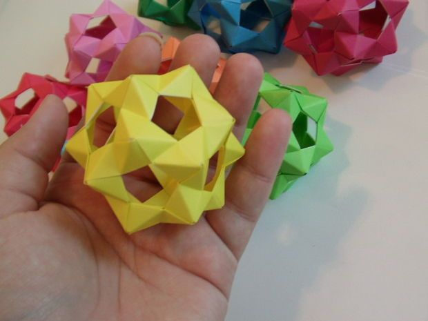 Picture of 30 Unit PHiZZ Ball (modular origami)
