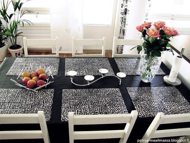 Black and white dining table with candles and roses