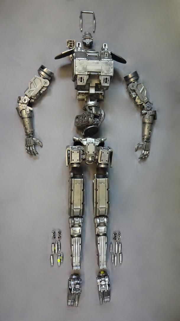CHAPPIE-SCREEN-USED-WETA-TETRAVAAL-ASSEMBLY-LINE-SCOUT-SET