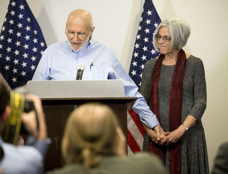 キューバは、5年間収容していたアメリカ人の支援者、アラン・グロス氏を解放した。アメリカとキューバは、不当逮捕されていたキューバ人3人と、アメリカの諜報機関で働いてキューバで20年間収容されていたキューバ人1人を含む囚人を交換をした。アメリカとキューバの指導者らは、外交関係修復の協議を始めると発表した。