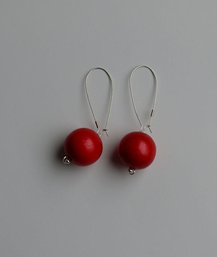 Náušnice+červené+Náušnice+s+dřevěným+červeným+korálkem+o+velikosti+25+mm.
