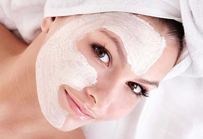 With the regular usage of Aspirin in face masks, your skin can become healthy and supple. This is because Aspirin has an acetylsalicylic acid which is a crystalline compound that is obtained from salicylic acid.