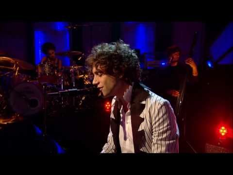 [HD] Mika performs Pick Up Off The Floor Live on Jools Holland - YouTube