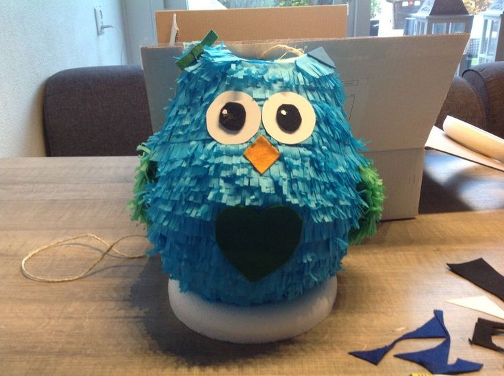 Hello there, I made this owl piñata for my daughters birthday, she loves it and so do I ! Greets Raffaella I started by blowing a balloon and cutting a cardboar…