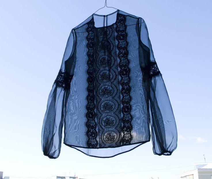 Прозрачная блузка из органзы натуральный шелк черного цвета с кружевами Модатель ателье. Вид материала - органза натуральный шелк. Доступны для заказа прозрачные блузки из органзы различного цвета . Стандартные размеры: 40; 42; 44; 46; 48; 50. Прозрачные блузки из орга
