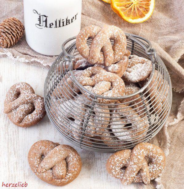 Diese Weihnachtskekse sind etwas Besonderes. Die herrlichen Gewürze im Rezept lassen sie schon im Ofen duften - etwas vollkommen Anderes!