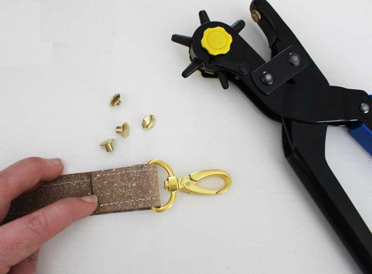 Mini-DIY Taschenträger mit Buchschrauben fertigen - LalaFab