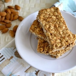 Almond Butter Granola Bars - All natural, low-sugar almond butter granola bars...soft and chewy and less than 100 calories each!