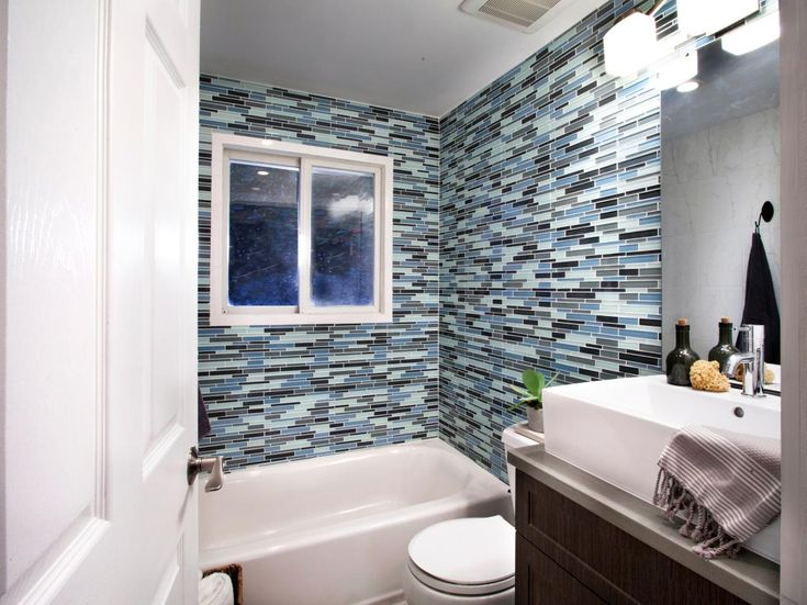 A Tight Space Doesnt Mean You Have To Skimp On Style Contractors Anthony Carrino And John Colaneri Of Cousins On Call Make A Big Impact In This Small Bath