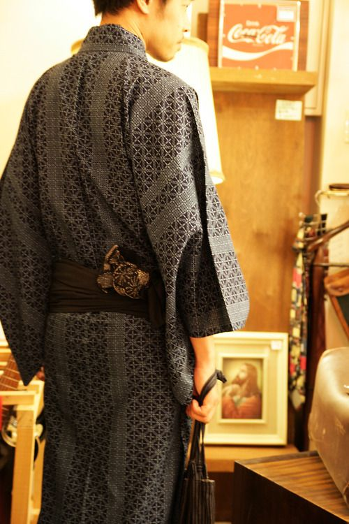 Men's Kimono... I'd like to make a modern feminine version of this. Apartment315