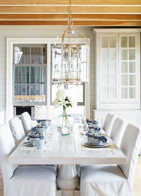 An elegant cottage in muskoka lark linen new house for Cottage style interior trim