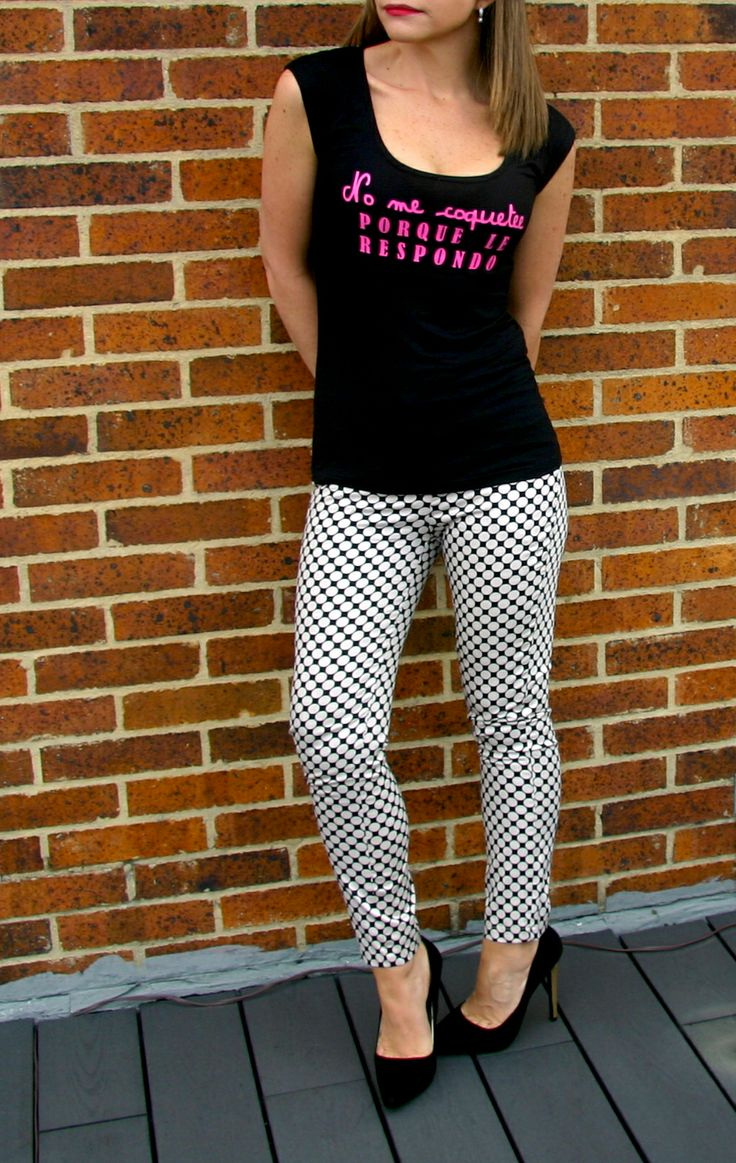 Camiseta No Me Coquetee PORQUE LE RESPONDO. Tshirt, blouse, top, black, pink text, fancy, cool, outfit.  @R T  camiseta 29.000