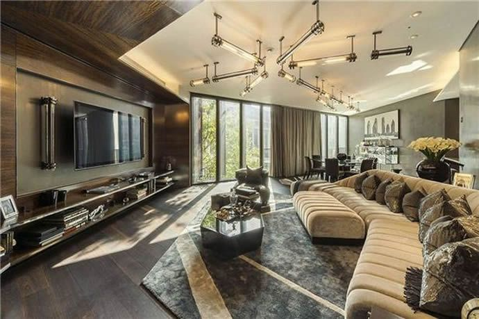 A luxury flat at One Hyde Park, the most prestigious address in London has gone on sale for a whopping 10 million pounds. This pricey flat is spread over t