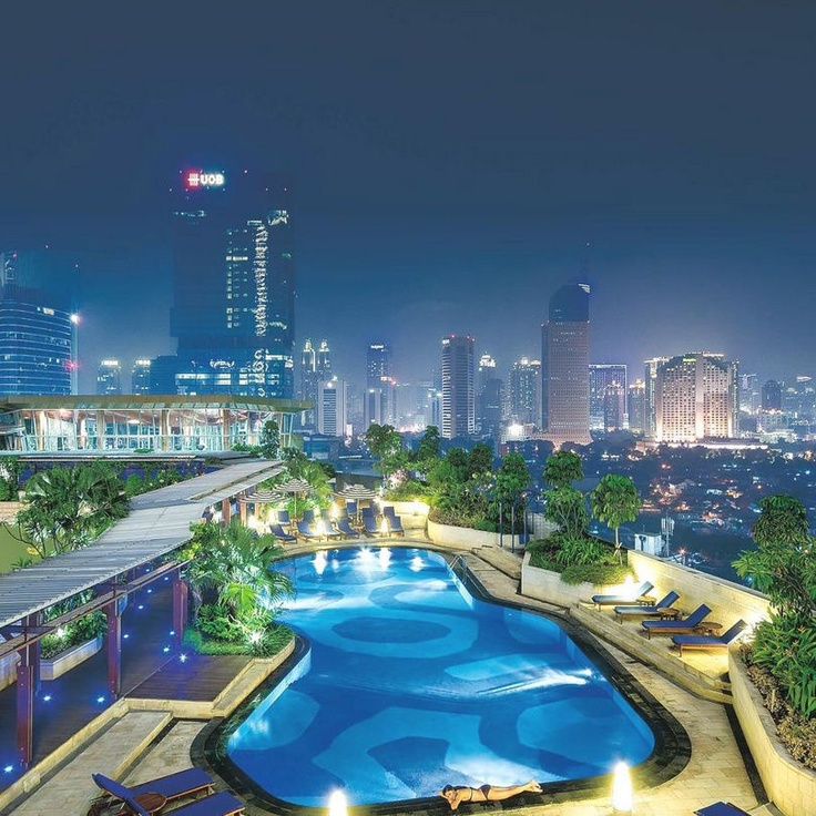 The luxury Hotel Indonesia Kempinski balances sophistication and elegance - the rooftop pool is spectacular