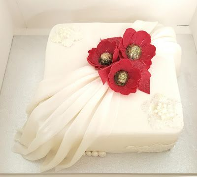 Purppurahelmi: Korumainen kakku 50v juhliin.