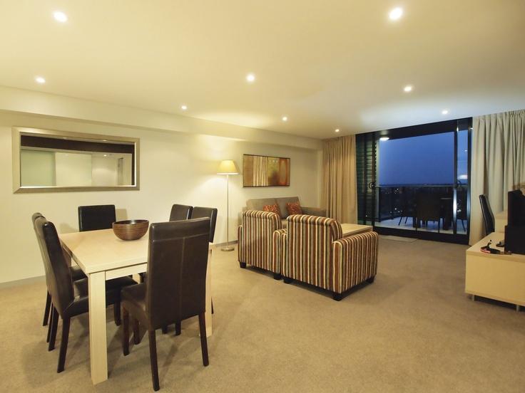 Oaks Horizons - 2 bed exec riverview #1603 living
