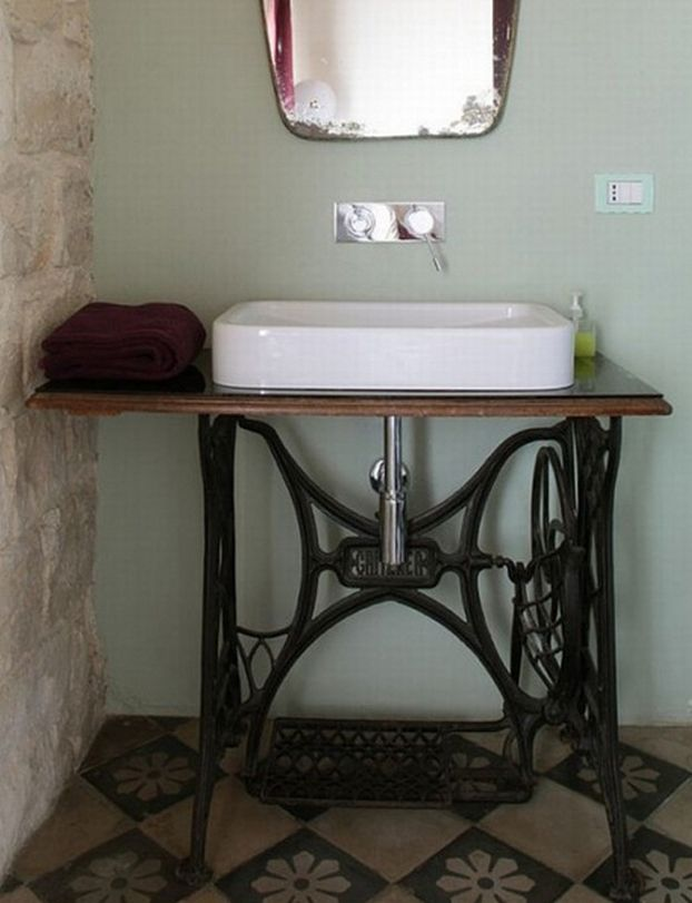 decorar lavabo con pie:Sewing Machine Bathroom Sink