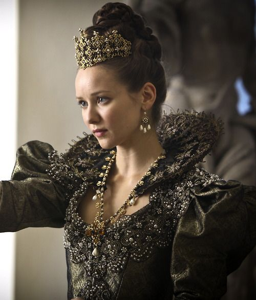 Elderly Musketeer   Alexandra Dowling as Queen Anne in The Musketeers (TV Series, 2014).
