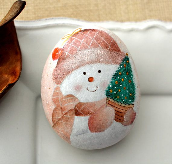 Painted stone, sasso dipinto a mano. Snowman