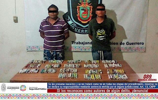 Acapulco: Policía Estatal detiene a dos hombres con presunta droga. Al realizar recorridos de seguridad y vigilancia en calle 14 de la colonia Simón Bolívar