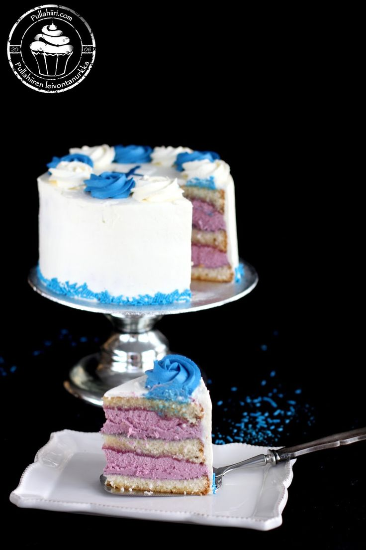 Pullahiiren leivontanurkka: Joulukalenteri - Luukku 6: Itsenäisyyspäivän sinivalkoinen täytekakku