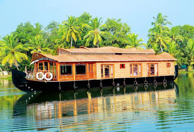Super Luxury Houseboats   ... Super Luxury houseboat in alappuzha, alleppey no.1 luxury houseboat