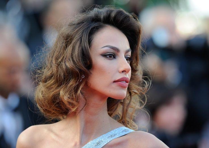 Ce vedeta o considera pe Madalina Ghenea cea mai frumoasa femeie din lume? - http://www.scribd.com/doc/260965431/