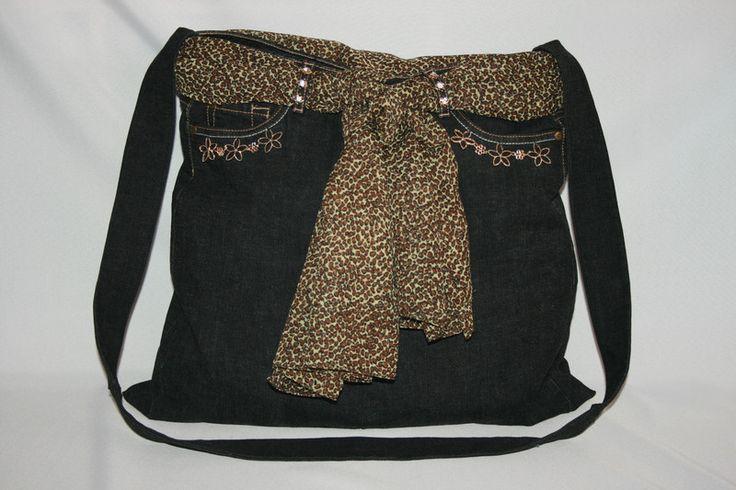 Umhängetaschen - Jeanstasche groß, schwarz/gold, Umhängetasche - ein Designerstück von Angelas_Kreativwelt bei DaWanda
