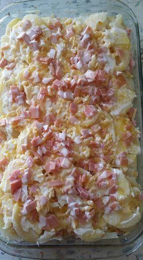 Papas Alemanas  Ingredientes: 5 papas grandes cocidas con cáscara en agua y sal 10 rebanadas jamón de pavo en cuadritos muy pequeños. 300 grs queso oaxaca rallado ( puede ser gouda, manchego, …