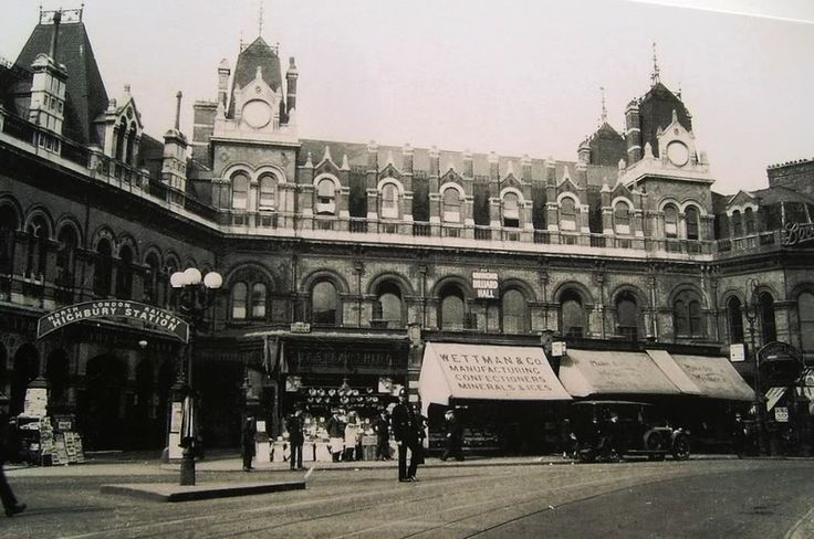 The original Highbury & Islington Station on Highbury Corner - lost during WWII;