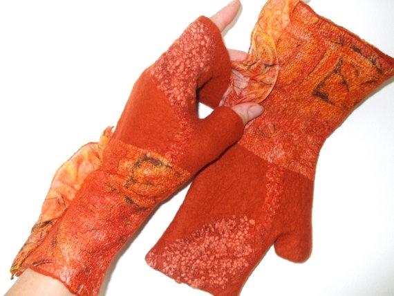 I like the design of these fingerless felted gloves