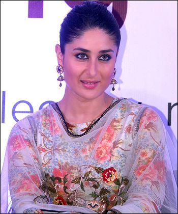 I buy a lot of stuff via the internet, says Kareena Kapoor Khan! - http://www.bolegaindia.com/gossips/I_buy_a_lot_of_stuff_via_the_internet_says_Kareena_Kapoor_Khan-gid-36113-gc-6.html