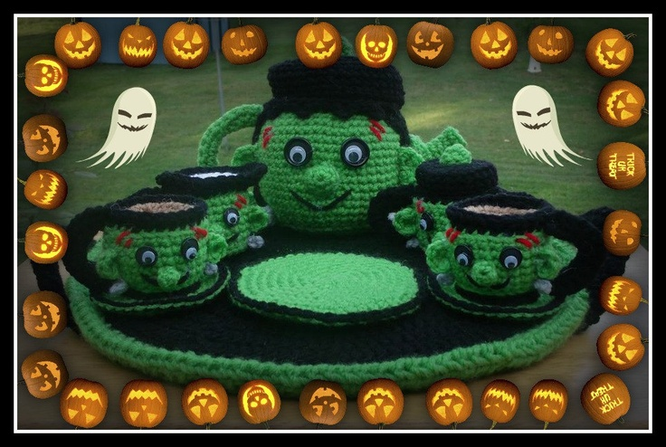 Kết quả hình ảnh cho Trick or Treat Halloween Washcloths Ravelry Download – These free washcloth patterns by Pam Daley are fantastic! Simple enough for beginners and cute enough for everybody. Practical too!