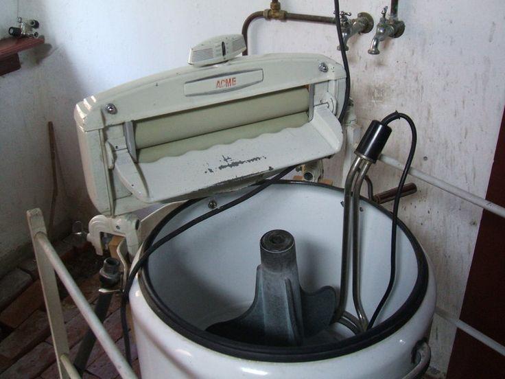 Hier hou ik van, de eerste wasmachine die we vroeger thuis hadden, en dan staken de kussenslopen als kabouterhoedjes boven het sop uit!