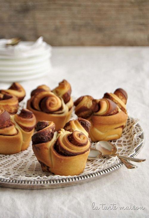 Chocolate brioche rosettes (in Italian)