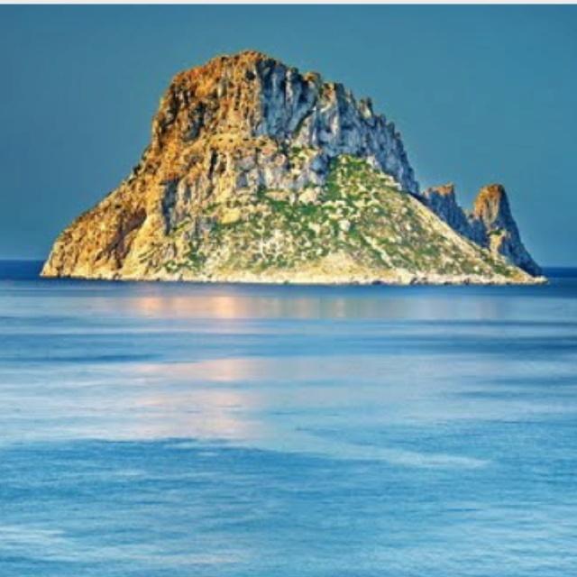 Es Vedrá, Cala d'hort, Ibiza, Spain. La otra cara de Ibiza, playas de Ibiza, rincones de Ibiza, paisajes de Ibiza, Cala Conta Ibiza, Ibiza isla blanca, sitios que visitar en Ibiza, Ibiza beaches, Ibiza white island, places to go in Ibiza