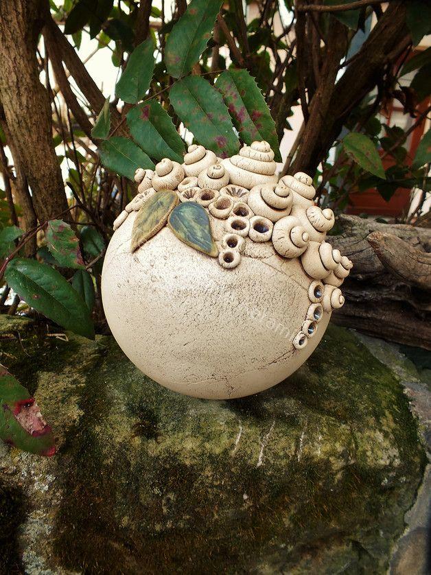 Eine wunderschöne Gartenkugel als Dekoration für Hauseingang, Garten oder Terasse. Durchmesser der Kugel ca.16 cm...Preis gilt pro Kugel ...Auf Anfrage kann ich Ihnen gern auch andere Größen...