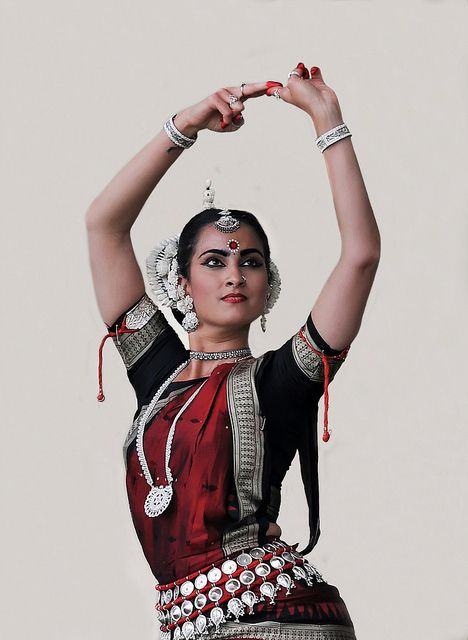 Sitara Thobani | Odissi Dancer (Classical Dance Form of India) √
