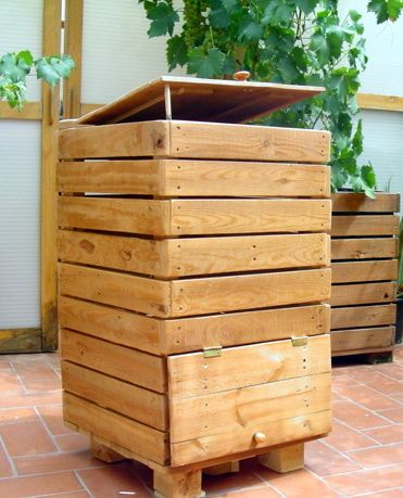 WORK WITH PALLETS:   compost tower made from pallets