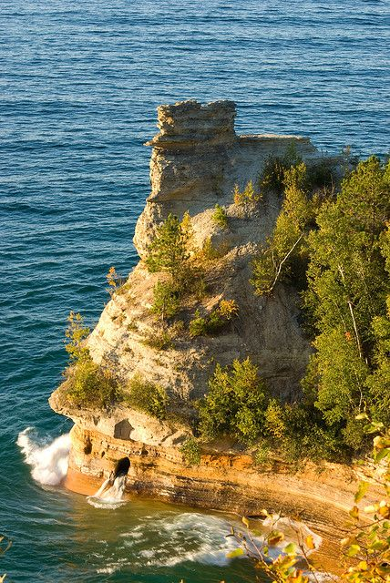 Miner's Castle, Pictured Rocks National Lakeshore, Michigan; photo by .Thorsten Scheuermann