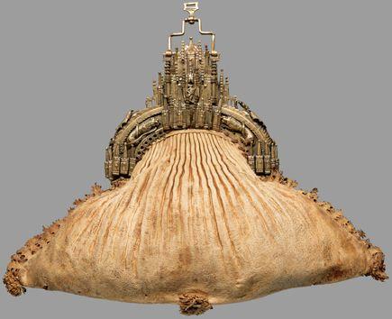 Höfische Tasche, Süddeutsch, um 1430, Hirschleder, Messing, Wien, Kunsthistorisches Museum, Hofjagd- und Rüstkammer, Inv.-Nr. D 7 © KHM
