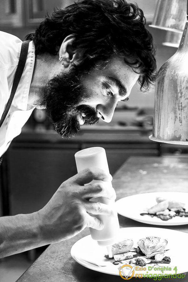 Il ristorante Le Giare è uno dei ristoranti più interessanti aperti negli ultimi tempi nella città di Bari. Antonio Bufi e Lucia della Guardia, con le loro preparazioni, con il loro servizio informale ed unico nel suo genere e con il loro piglio a tratti burlesco e canzonatorio, stanno conquistando i pugliesi e non solo