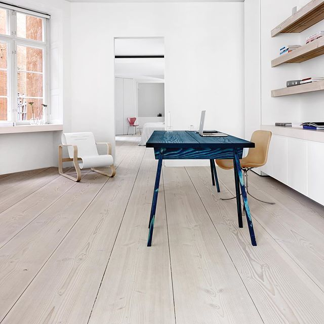 Details from the Dinesen Home in Copenhagen. 12 meters long and 45 centimeters wide Dinesen GrandDouglas floorboards accompanied by a desk made of table planks and treated with Paris Blue Linseed Oil from @linolie.dk. The chairs are from @artekglobal and @fritz_hansen #dinesen #dinesenhome #dinesengranddouglas #granddouglas #floorboards #artek #fritzhansen #interior #interiordesign #design