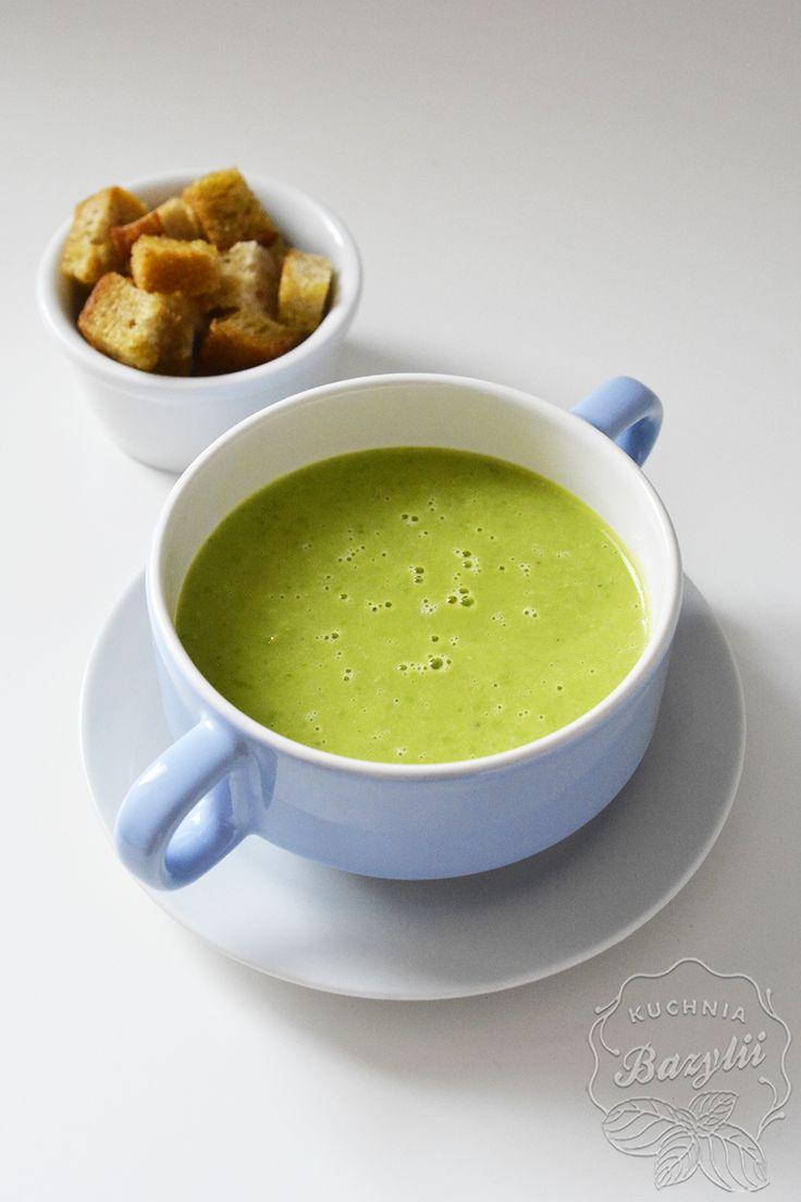 Za sprawą jesieni, zupy krem królują w moim menu  Tym razem zupa krem z mrożonego groszku. Mimo użycia tylko kilku