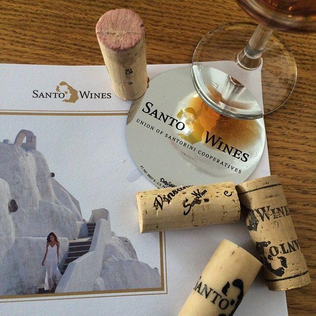 #SantoriniWines #WineTasting #Greece Photo credits: @julirossatto