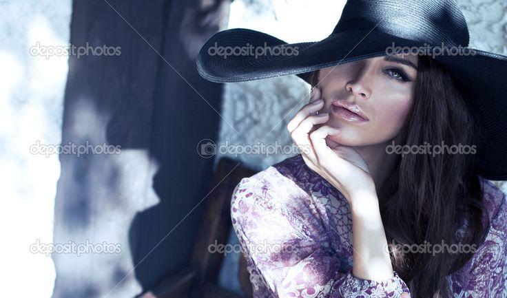 depositphotos_29271437-stock-photo-portrait-of-woman-with-hat.jpg (1023×602)
