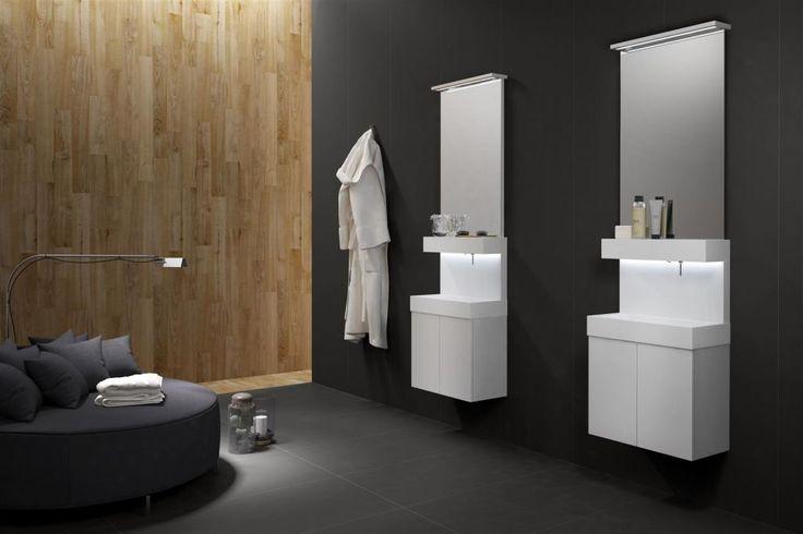 Private, plaatsbesparen met klasse: Een klein badkamermeubel / toiletmeubel met verrassend veel opbergcomfort. Met z'n geïntegreerde kraan en zeepdispenser komt er heel wat plaats vrij om voor ander edingen te kunnen benutten